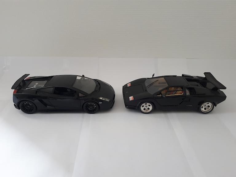 Duo black: Gallardo Superleggera / Countach 1/18