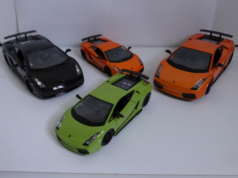 Expo de Gallardo Superleggera (1/18 - 1/24)